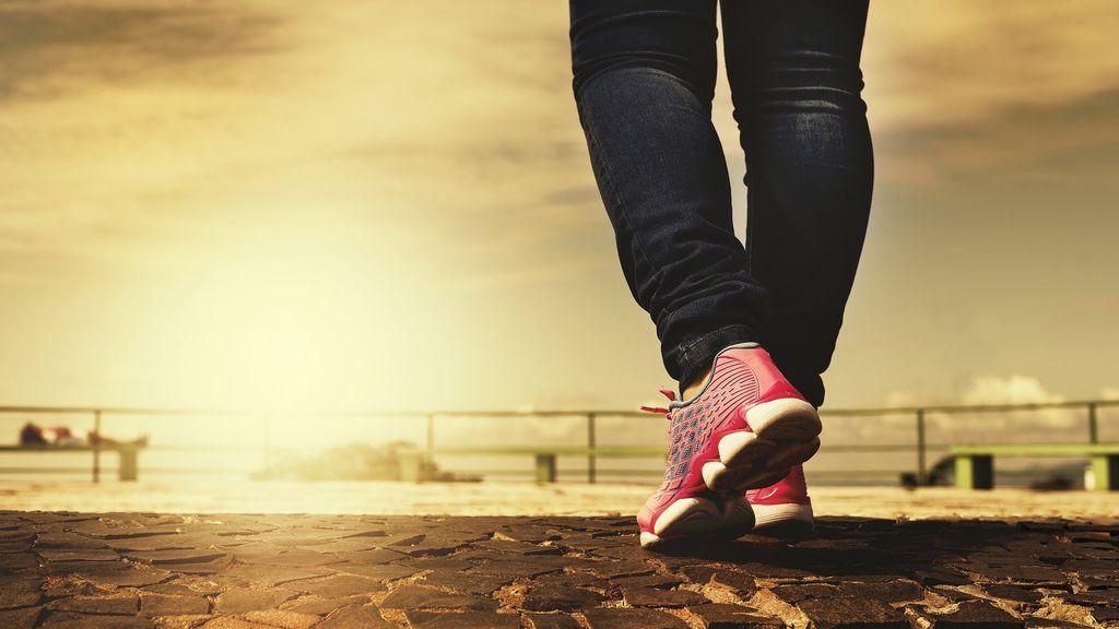 Utiliza calzado cómodo para evitar lesiones en los talones