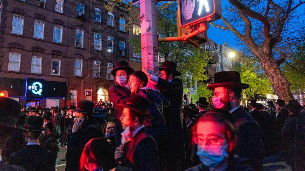 Alcalde de N.York dispersa multitudinario funeral de rabino ultraortodoxo
