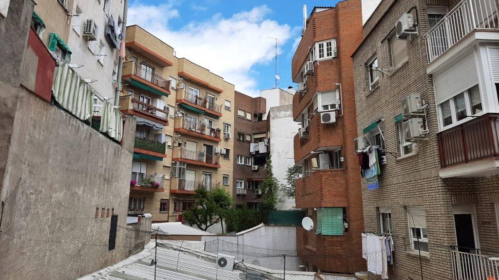 El 'patio fantasía' de Madrid: así han alegrado la cuarentena un trompetista y flautista a sus vecinos