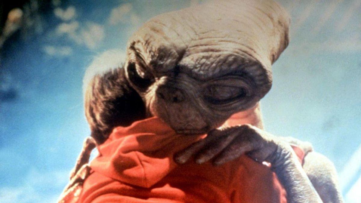 Abrazos sin contagio: crean por fin el emoticono que todo el mundo estaba esperando