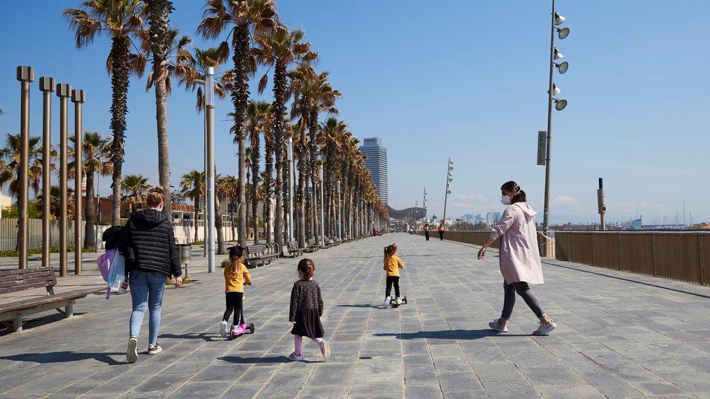 Las asociaciones de padres y madres, divididas entre la conciliación y el cumplimiento de las reglas de paseo