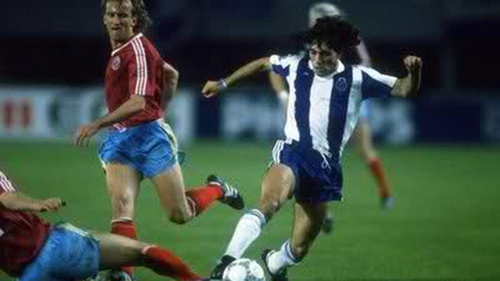 Paolo Futre jugando un partido con la camiseta de Oporto ante el Bayern