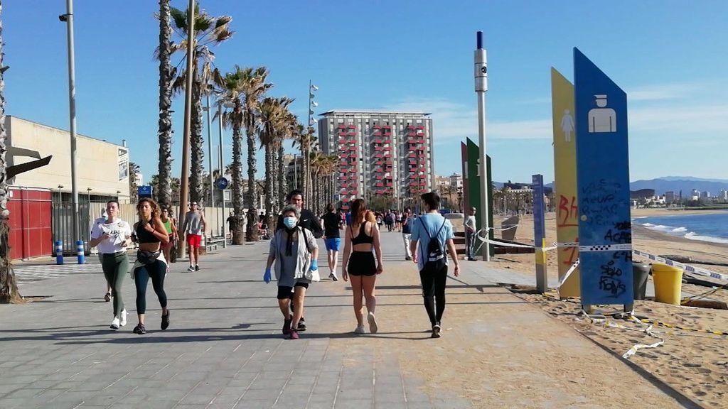 Los vecinos de la Barceloneta de Barcelona piden cerrar el barrio ante el aluvión de deportistas amateurs