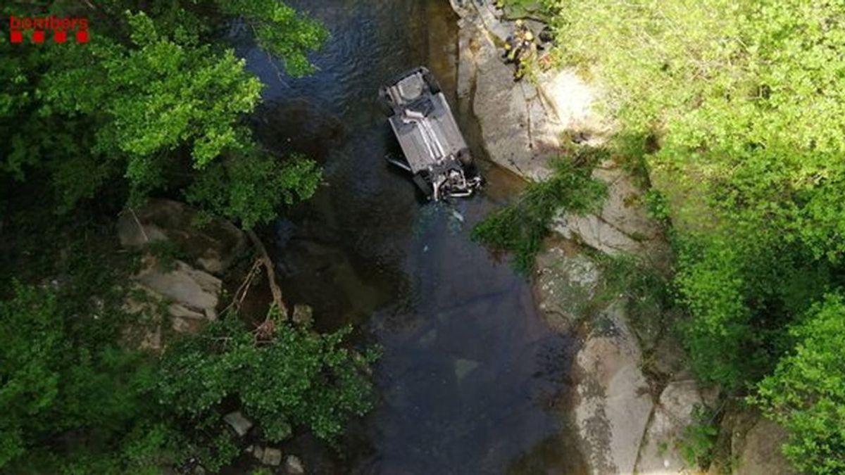 Buscan al conductor de un vehículo que cayó al río desde una altura de 20 metros en Girona