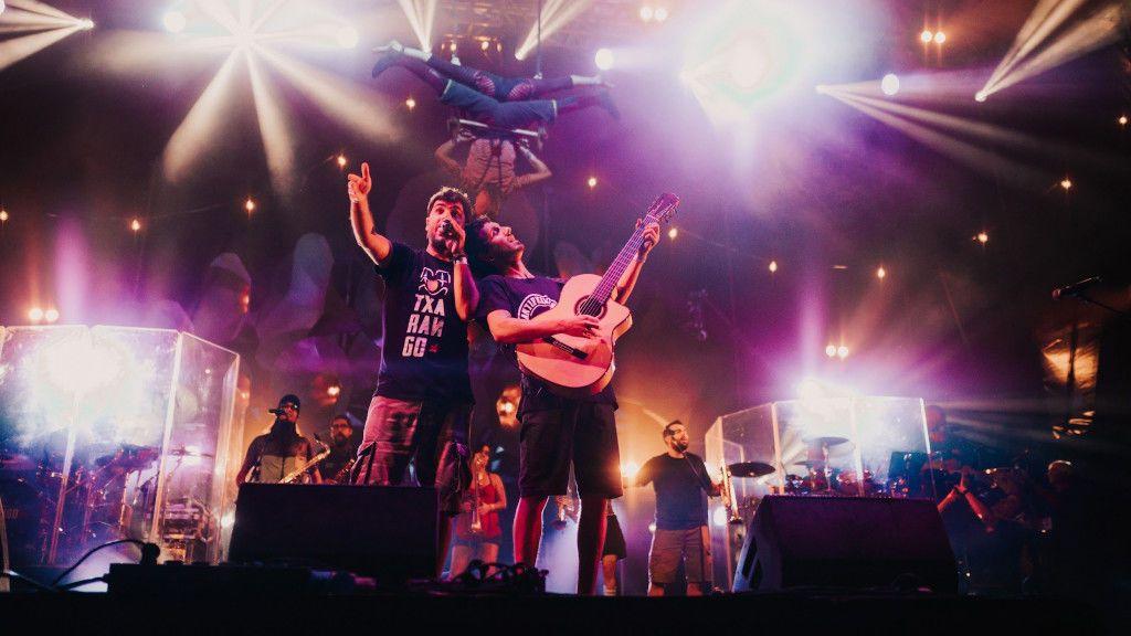 Cantantes y grupos de música se retiran del concierto organizado por Barcelona al saber que costará 200.000 euros