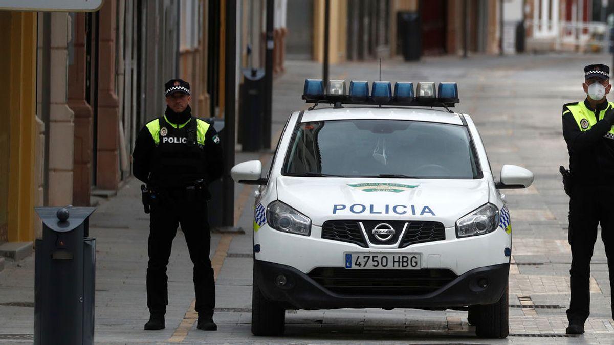 Detienen a un agente de la policía local acusado de un delito de odio por insultar a una transexual