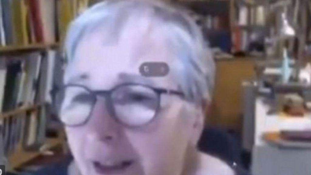 Una profesora pilla a un alumno insultándola durante una clase online