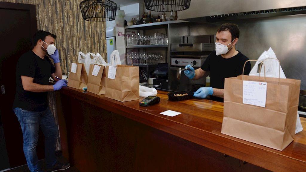 Qué podrá hacerse en bares y restaurantes durante la fase 0 y la fase 1 de la desescalada