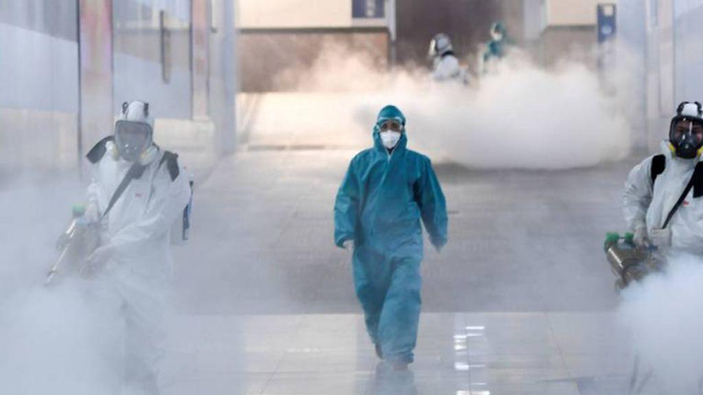Acusan a China de no informar del coronavirus a tiempo para acaparar material sanitario