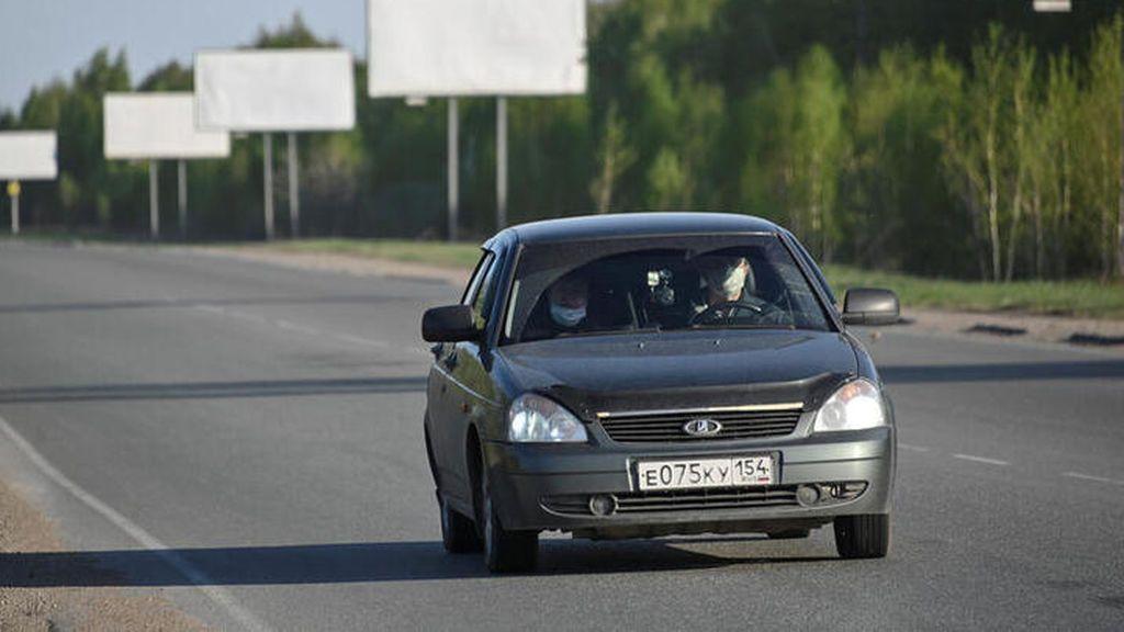Consejos para poner en marcha el coche por primera vez tras el confinamiento :  Revisar batería y motor