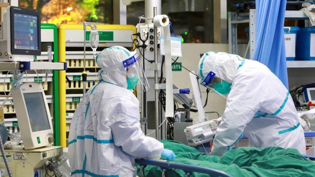 Un paciente es atendido en la UCI