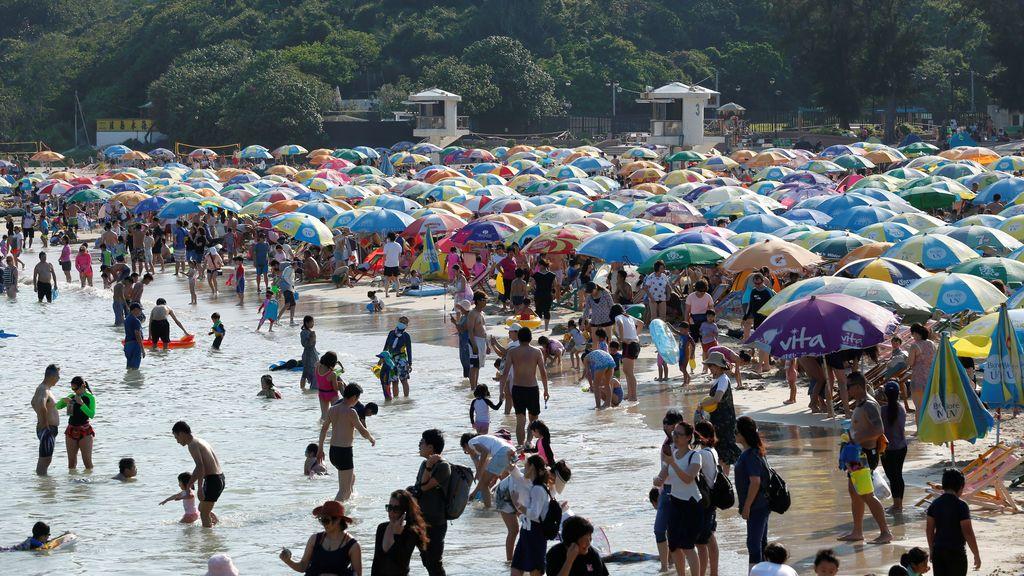 Última hora del coronavirus: aglomeraciones en China por las vacaciones de mayo