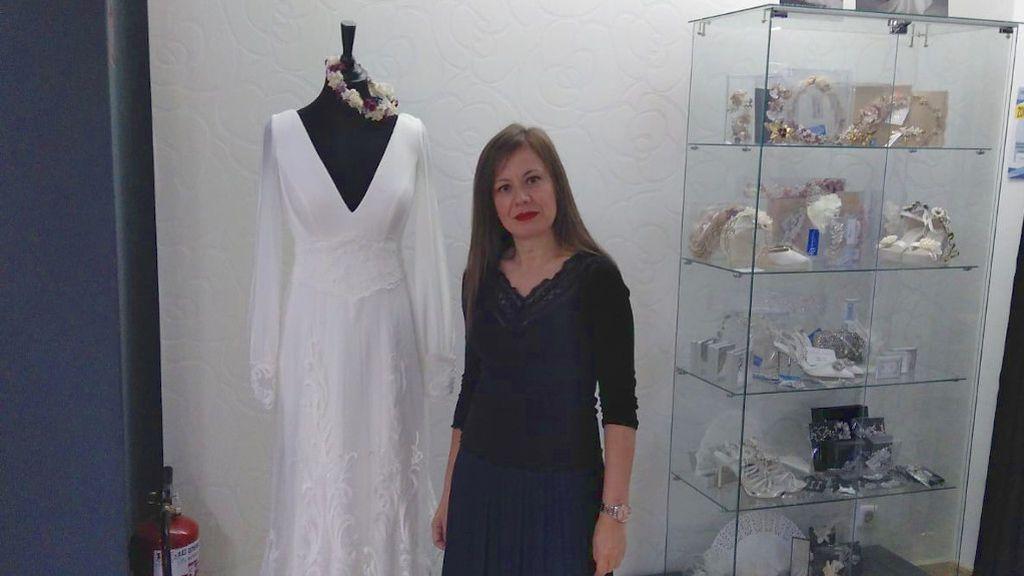 Rosa Dapena en su tienda, 'Noivas Vigo'