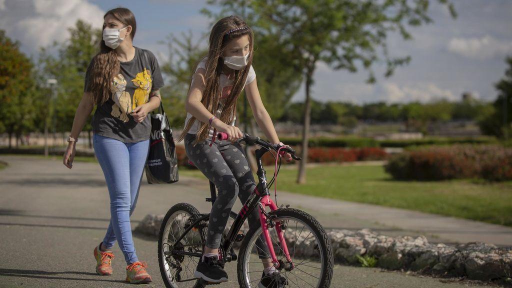 El Gobierno estudiará si hace falta ajustar el horario de salida de los niños ante las altas temperaturas