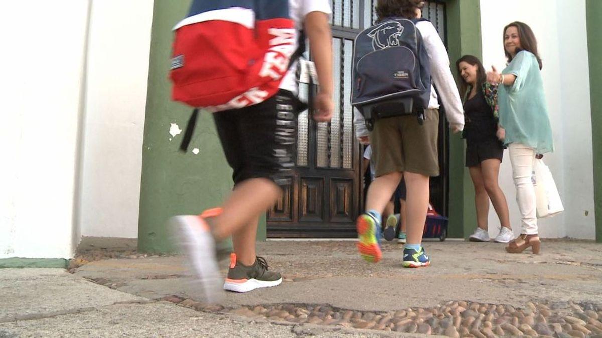 La vuelta escolar en septiembre: alumnos divididos en clases presenciales y 'online'