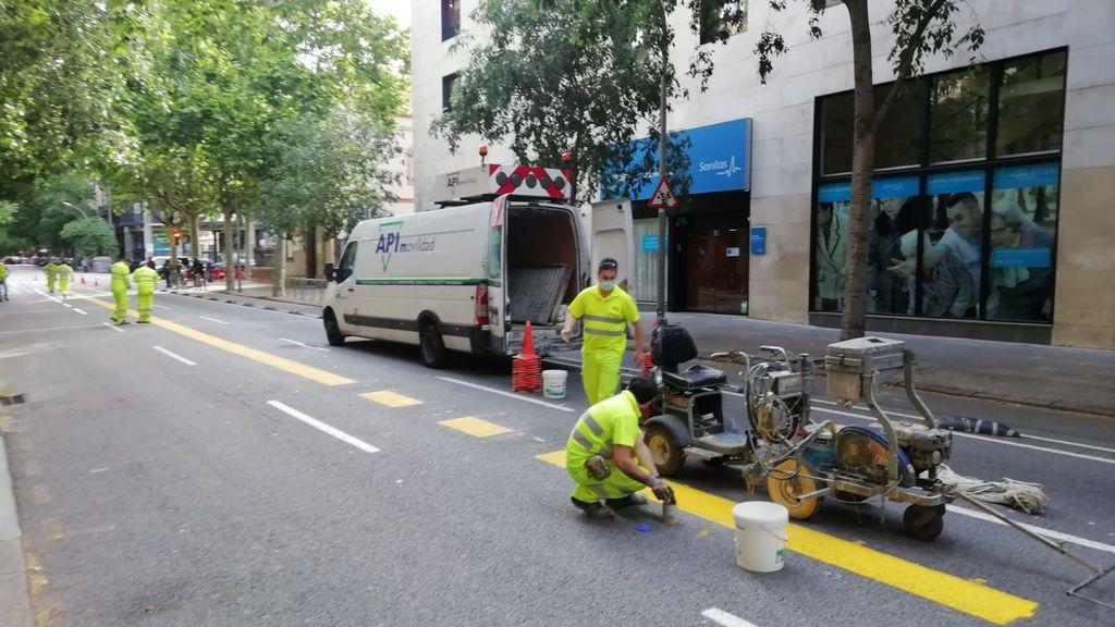 Barcelona amplía las aceras para peatones y prohíbe aparcar a las motos