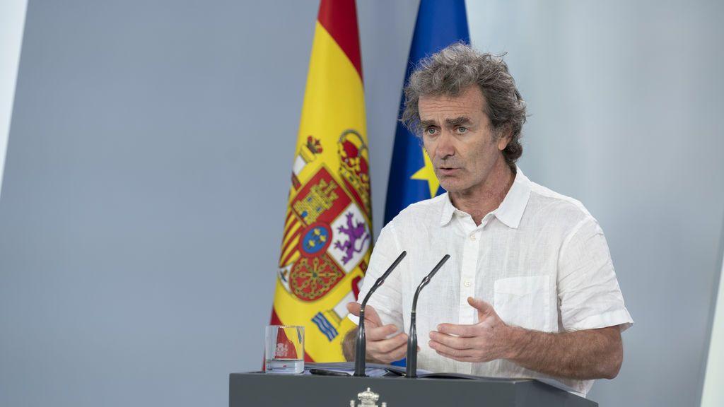 El estilo 'Fernando Simón' arrasa en redes sociales: de su corte de pelo a la camisa de lino