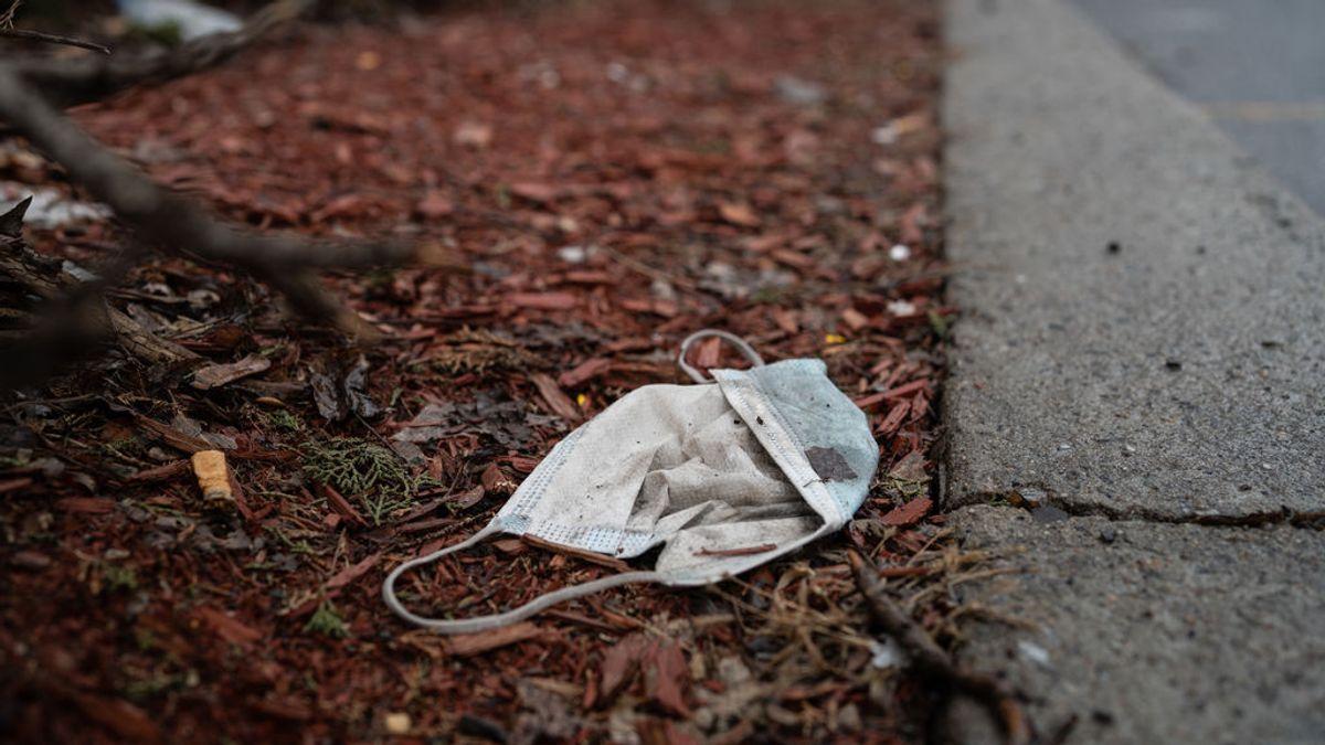 Mascarillas y guantes en nuestras calles en unos minutos de paseo: llega la nueva contaminación por el coronavirus