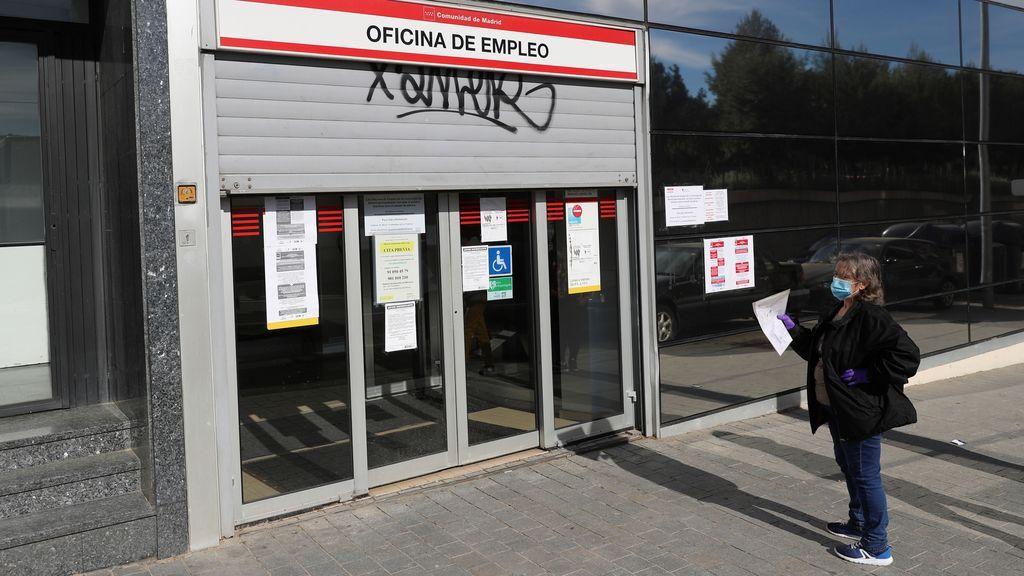 Tres de cada diez españoles viven de ayudas y aún quedan 300.000 ERTE por pagar