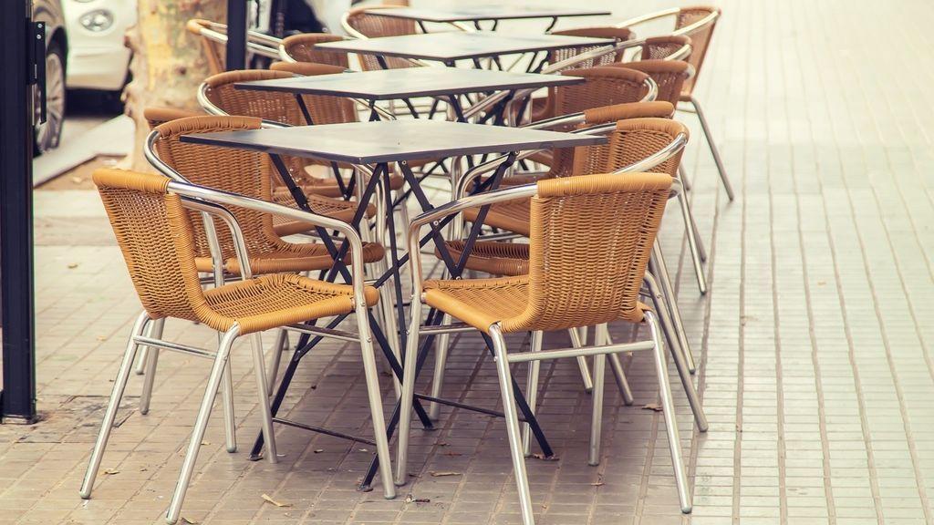 Madrid: las terrazas de bares y restaurantes podrían ocupar bandas de aparcamiento para no perder aforo