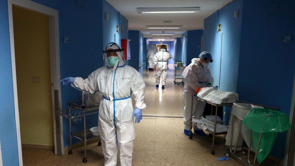 Personal sanitario en el hospital de Henares