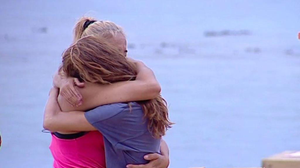 De empujones a un sentido abrazo: la tensión estalla entre Elena y Ana María durante la prueba de recompensa