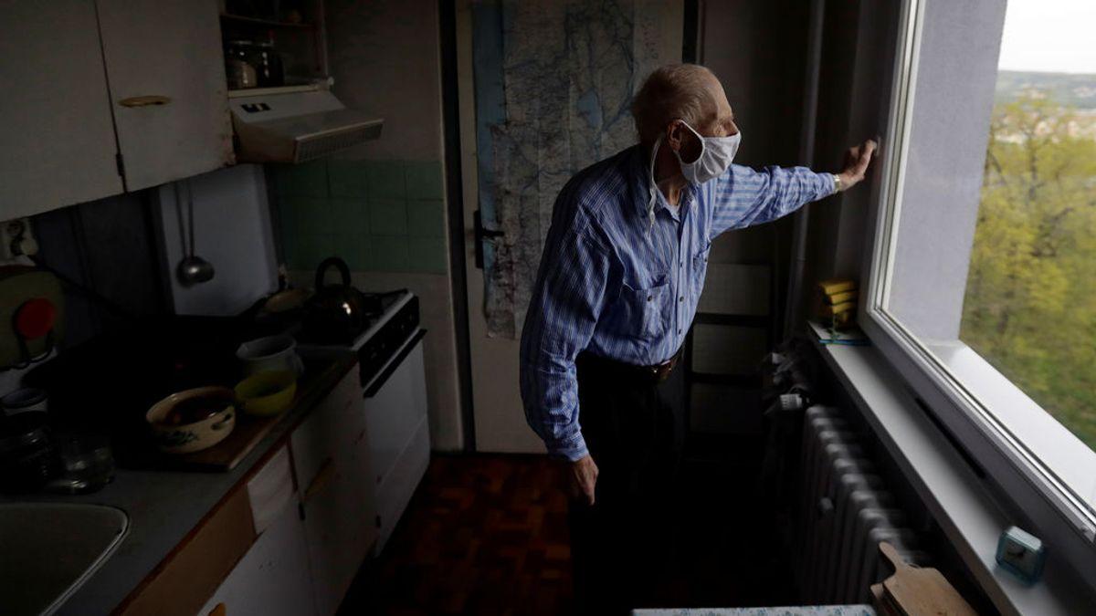 Prolongar el confinamiento sólo a los ancianos: la polémica medida contra los rebrotes