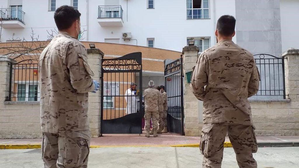 Los mayores de Alcalá  del Valle podrán volver a su residencia tras más de un mes en La Línea