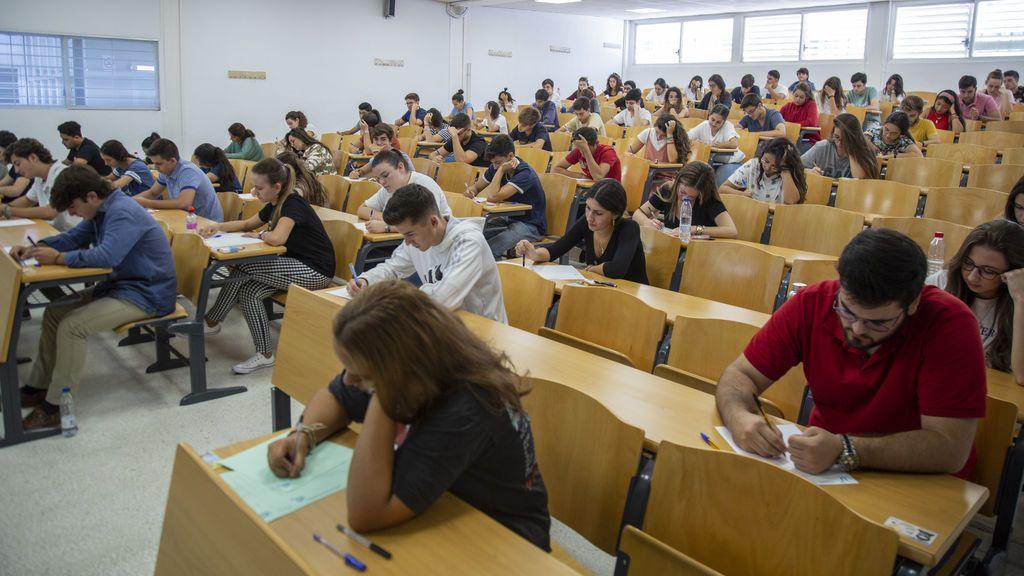La nueva Selectividad en Andalucía:  solo un modelo de examen, pero con más preguntas para elegir