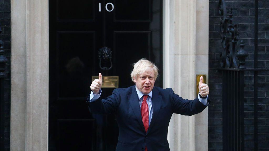 Reino Unido suma muertos más y Johnson evoca el espíritu de lucha de la II Guerra Mundial