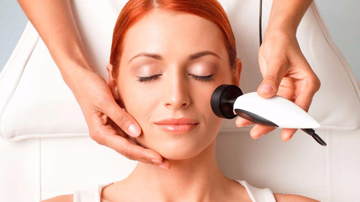 Qué es la radiofrecuencia facial: el tratamiento que te hará parecer más joven.