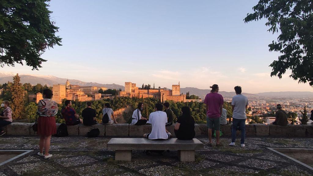 """El desconfinamiento se deja notar en Granada: repunte """"preocupante"""" de fallecidos y contagios"""