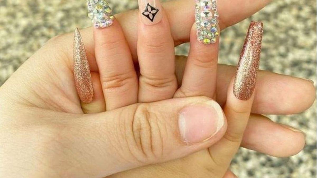 Duras críticas a una madre que publicó en redes la foto de su bebé : le puso uñas postizas