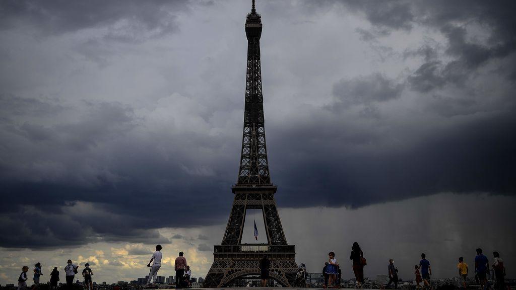Francia confirma 80 muertes en 24 horas, la cifra más baja desde el inicio del confinamiento