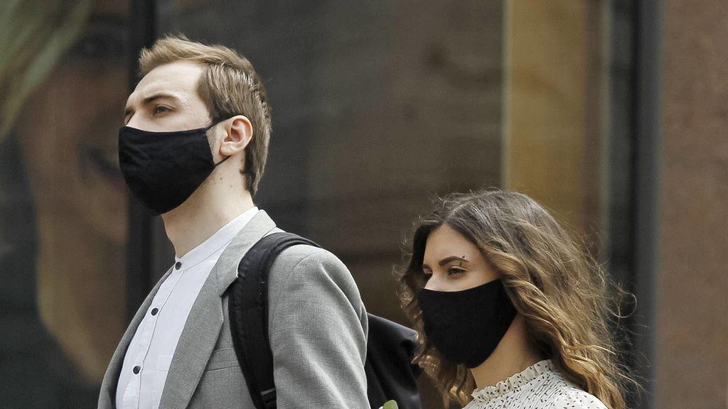 Desinfectar las mascarillas tras paseo al sol: cómo hacerlo si no hay más opciones que volver a usarla