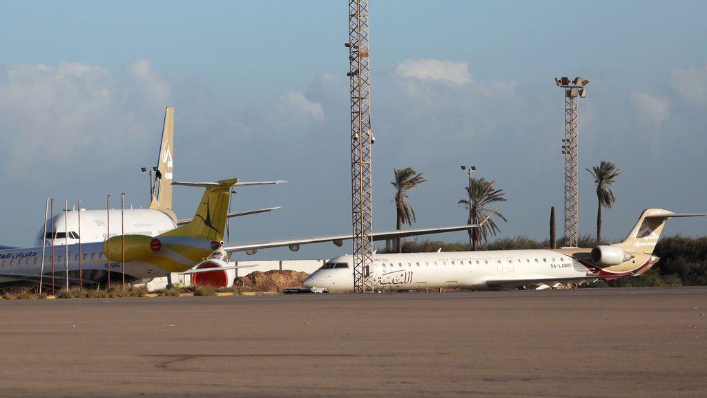 Suspenden la repatriación de tres españoles en Trípoli por un bombardeo en su aeropuerto