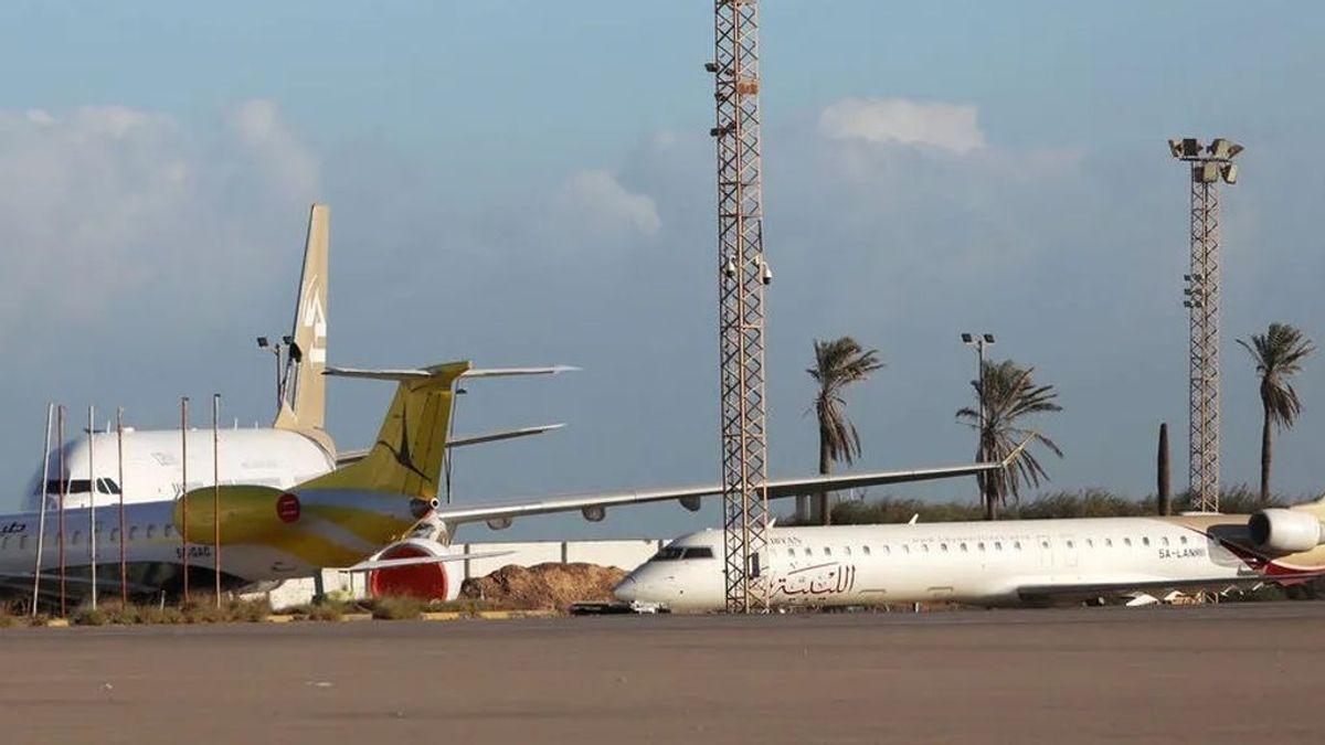 Siete españoles que iban a ser repatriados, afectados por el bombardeo al aeropuerto de Trípoli