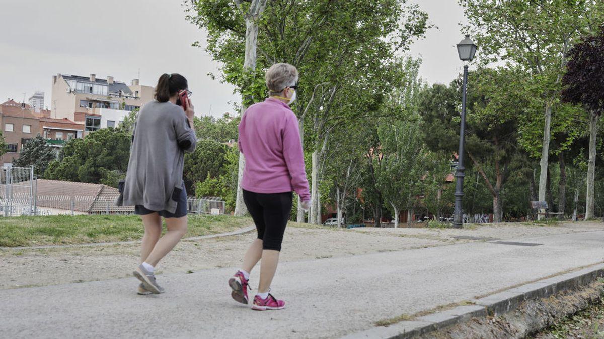Picores en las piernas al volver a pasear: por qué ocurre esto tras el confinamiento