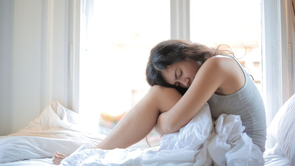mujer-dolor-cama-pixabay