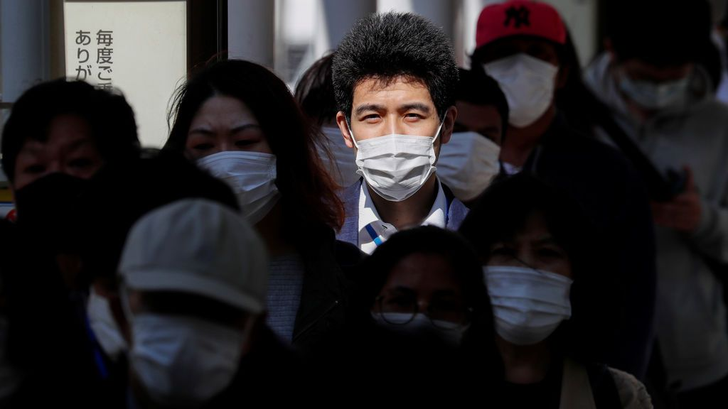 La televisión japonesa muestra con un experimento lo fácil que es contagiarse del coronavirus