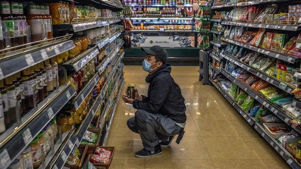 Denunciado un joven por publicar un vídeo en redes sociales con un trato vejatorio al dueño de un bazar chino