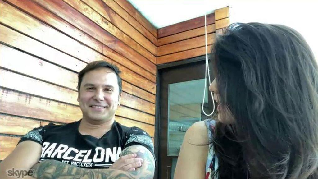 """Coyote Dax manda un mensaje de ánimo a """"su amiga"""" Marta López y su mujer no se lo toma nada bien"""
