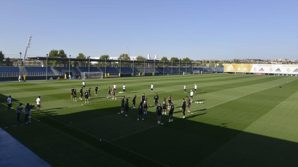 Los jugadores del Real Madrid, entrenando en Valdebebas.