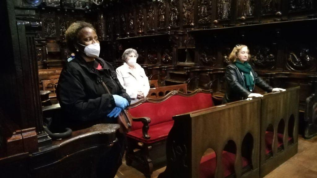 Fieles en la Catedral de Lugo