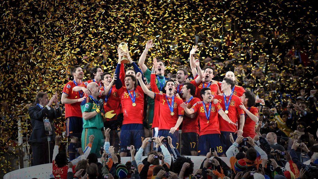 La Selección Española celebrando la victoria.