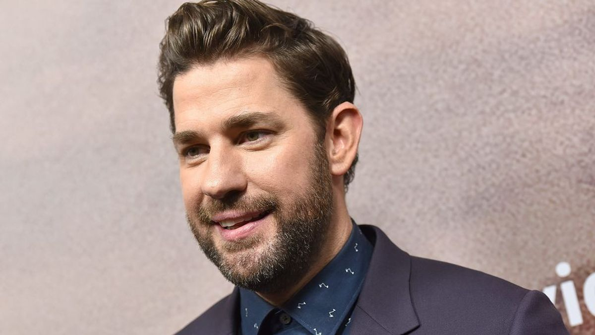 Brad Pitt, Billie Eilish o el reencuentro de 'The Office': así es el informativo del buen rollo de John Krasinski