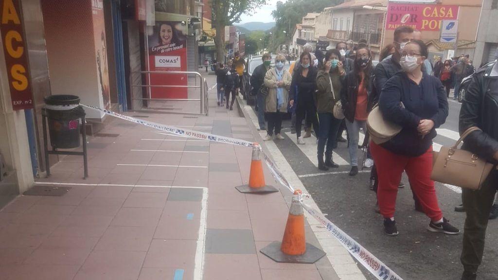 Largas colas para comprar tabaco y alcohol en la parte española de Le Perthus