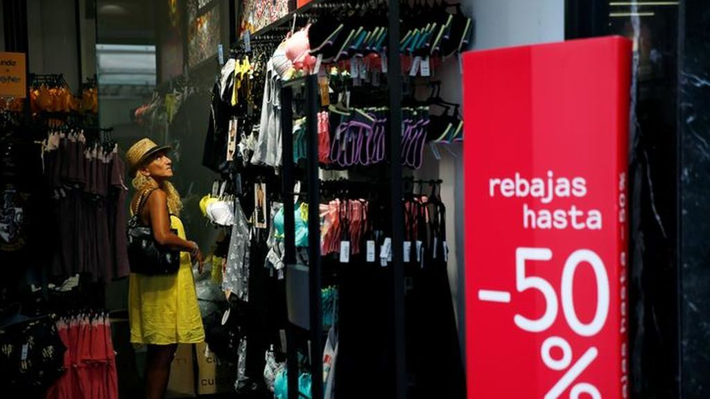 El Gobierno veta las rebajas en los comercios para evitar aglomeraciones