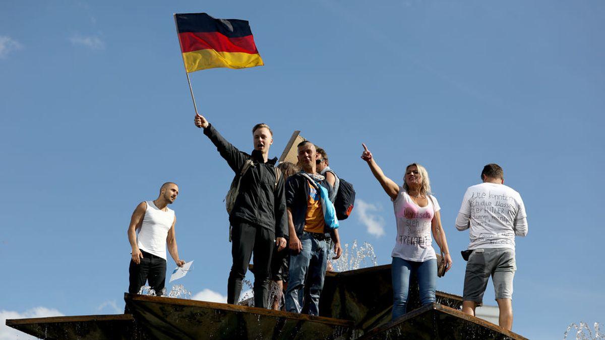 La 'conspiranoia' se organiza en Alemania para frenar la lucha de Merkel contra la COVID-19