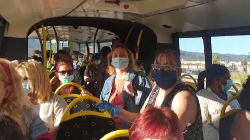 Indignación en un autobús de línea en Murcia atestado de pasajeros